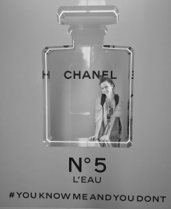 Chanel No 5: The way to *SMELL* rich